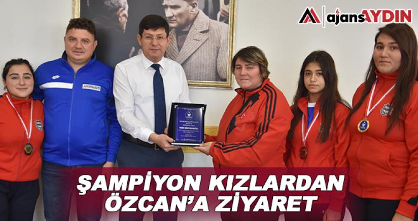 Şampiyon kızlardan Özcan'a ziyaret