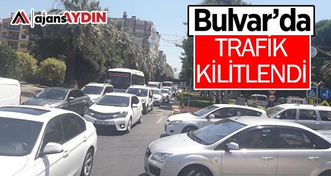 Bulvar'da trafik kilitlendi