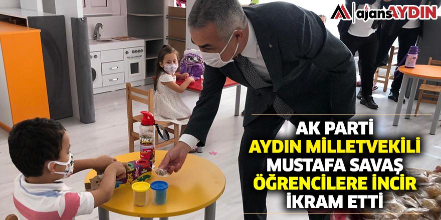 AK Parti Aydın Milletvekili Mustafa Savaş, öğrencilere incir ikram etti